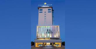 Golden Tulip Essential Makassar - Makassar - Edificio