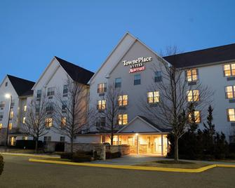 TownePlace Suites by Marriott Republic Airport Long Island - Farmingdale - Building