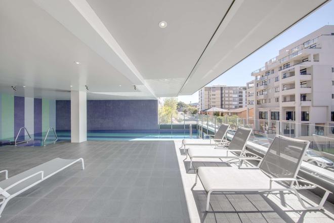 Adina Apartment Hotel Wollongong - Wollongong - Pool