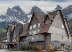 Super 8 by Wyndham Canmore - Canmore - Building