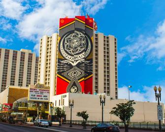 Plaza Hotel & Casino - Las Vegas - Building