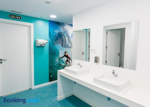 We Hostel Palma - Albergue Juvenil - Palma de Mallorca - Bathroom