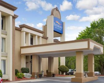 Baymont by Wyndham Charlotte Airport / I-85 North - Charlotte - Building