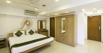 Treebo Trend New Castle - Mumbai - Bedroom