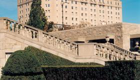 Crowne Plaza Niagara Falls-Fallsview - Niagara Falls - Building