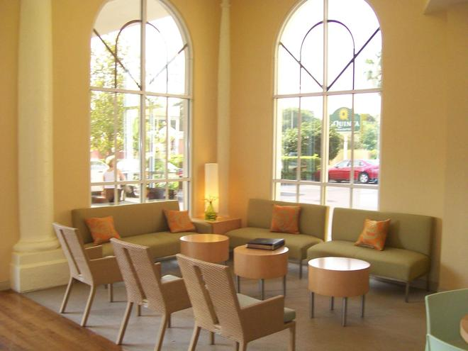 La Quinta Inn & Suites by Wyndham Sarasota Downtown - Sarasota - Lounge