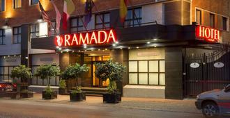 Ramada by Wyndham Naples - Nápoles - Edifício