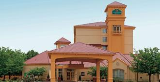 La Quinta Inn & Suites by Wyndham Colorado Springs South AP - Colorado Springs - Building