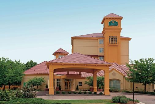 La Quinta Inn & Suites by Wyndham Colorado Springs Airport South - Colorado Springs - Building