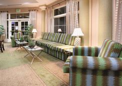 La Quinta Inn & Suites by Wyndham Colorado Springs Airport South - Colorado Springs - Olohuone