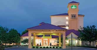 La Quinta Inn & Suites by Wyndham Colorado Springs South AP - Colorado Springs - Building