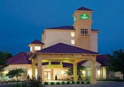 La Quinta Inn & Suites by Wyndham Colorado Springs Airport South - Colorado Springs - Rakennus