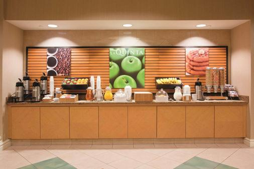 La Quinta Inn & Suites by Wyndham Colorado Springs Airport South - Colorado Springs - Buffet