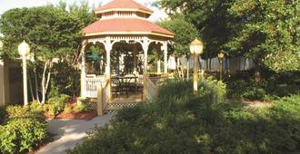 La Quinta Inn & Suites by Wyndham Memphis Primacy Parkway - Memphis - Patio
