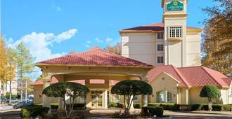 La Quinta Inn & Suites by Wyndham Memphis Primacy Parkway - Memphis - Edificio