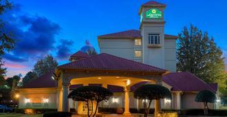 La Quinta Inn & Suites by Wyndham Memphis Primacy Parkway - Memphis - Gebäude