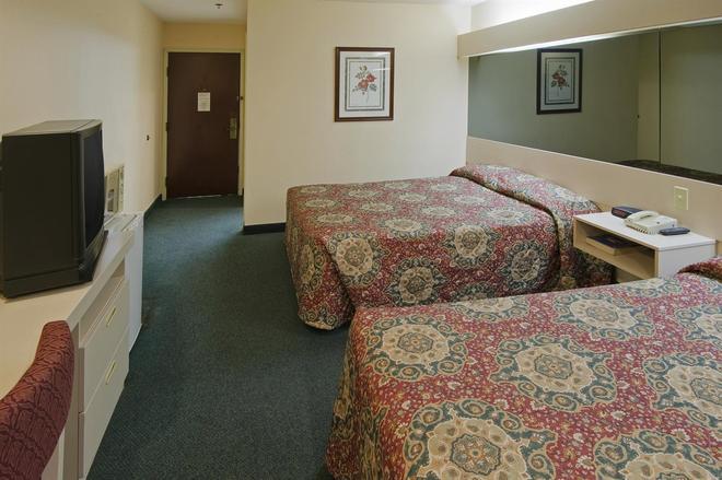 美洲最佳價值套房酒店 - 麥多諾 - 麥克多諾 - 臥室