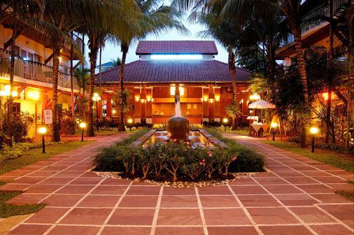Horizon Patong Beach Resort & Spa - Patong - Rakennus