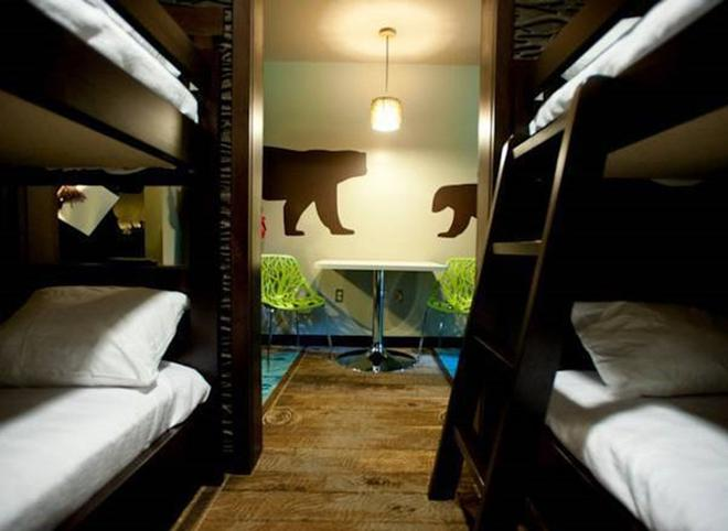 Soaring Eagle Waterpark And Hotel - Mount Pleasant - Bedroom