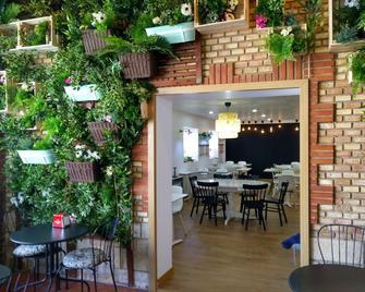 El Portazgo Hostal Restaurante - La Cisterniga - Патіо