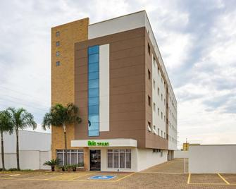 Arco Hotel Araraquara By Accorhotels - Araraquara - Gebäude