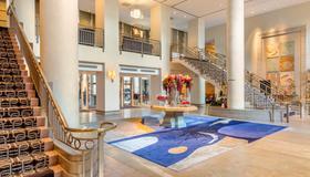 Omni Los Angeles Hotel at California Plaza - Los Angeles - Lobby