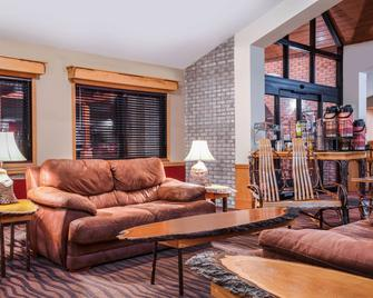 AmericInn by Wyndham Park Rapids - Park Rapids - Living room