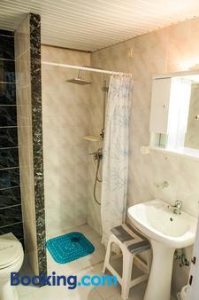 Ilios and Irene - Mastichari - Bathroom