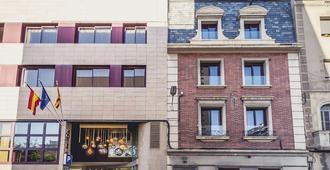 Hotel Ronda Lesseps - Bác-xê-lô-na - Toà nhà
