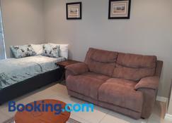 Field's Rest: The Apartment - Puerto Elizabeth - Sala de estar