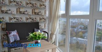 Apartment on Yuvilejnyj avenue - Kharkiv - Living room