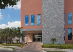Best Western PLUS Nuevo Laredo Inn & Suites - Nuevo Laredo - Rakennus