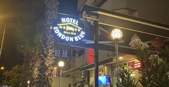 Hotel London Blue - מרמריס - בניין