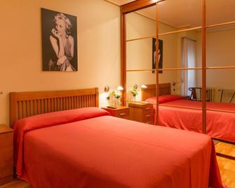 Pension Logroño - Логроно - Bedroom