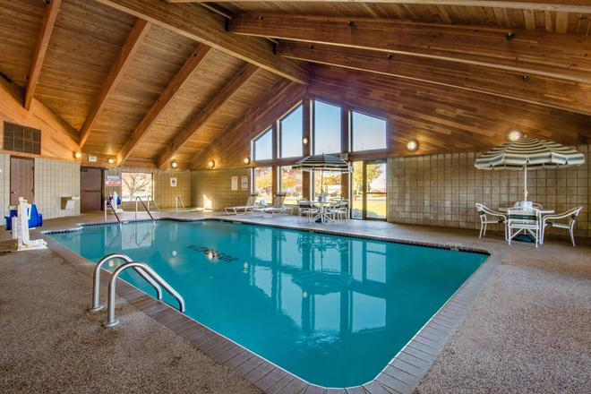 AmericInn by Wyndham Windsor Ft. Collins - Fort Collins - Pool