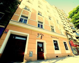 Leon Hotel - Praga - Camera da letto