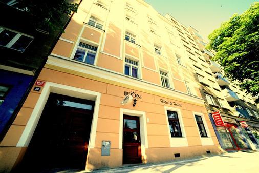 Leon Hotel - Прага - Здание