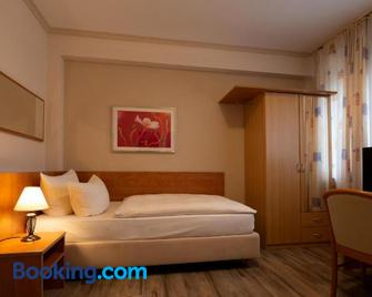 Hotel Garni Regent - Euskirchen - Bedroom