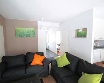 Three Bedroom Apartment In Hamina, Riihikuja 4 - Гаміна - Living room