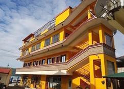Shalom Guest House And Resto Bar - Dingalan - Edificio