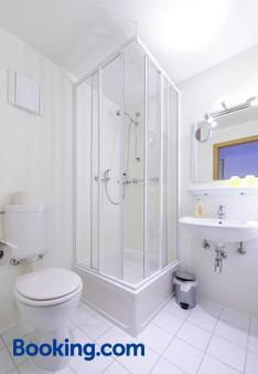 City Hotel-Pension Brandenburg - Brandenburg an der Havel - Bathroom