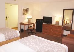 坎薩斯城北拉昆塔套房酒店 - 北堪薩斯市 - 堪薩斯城 - 臥室