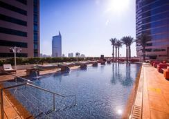 Media One Hotel Dubai - Dubai - Pool