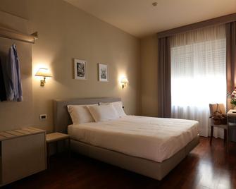 Grande Albergo Maugeri - Acireale - Bedroom