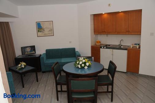 Atrium Zenon Hotel Apartments - Λάρνακα - Τραπεζαρία