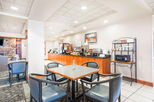 Wingate by Wyndham Erie - Erie - Buffet