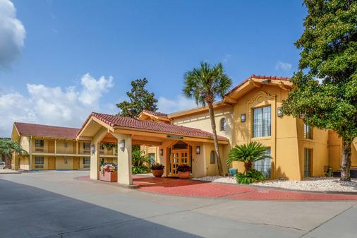 Quality Inn and Suites - North Charleston - Building