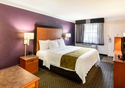 Quality Inn and Suites - North Charleston - Bedroom