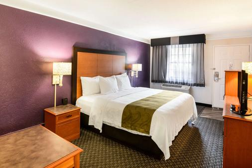 Quality Inn and Suites - North Charleston - Phòng ngủ