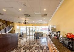 Rodeway Inn - Arlington - Lobby